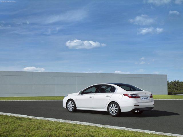 Renault-Latitude- napaka okvara težava vpoklic zanesljivost