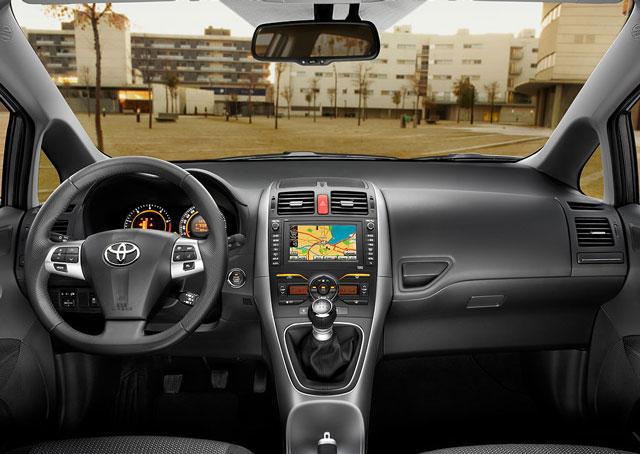 Toyota Auris napake težave okvare vpoklici