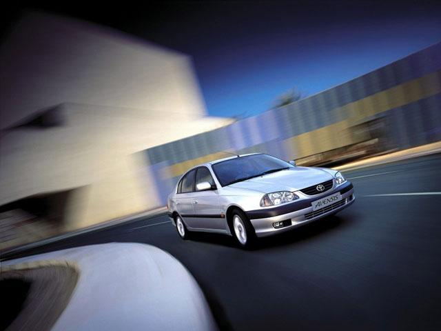 toyota avensis napake težave vpoklici okvare problemi rabljen avto