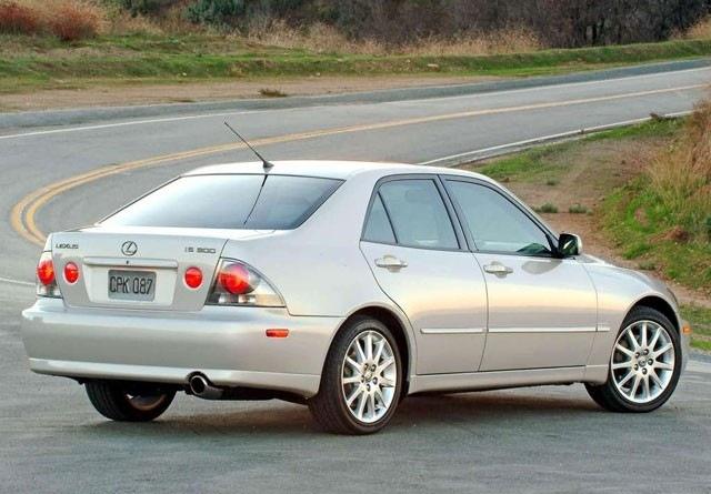 Lexus IS rabljen napake težave okvare vpoklici