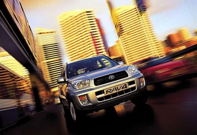 Toyota Rav 4 - pregled napak, težav, okvar in vpoklicev